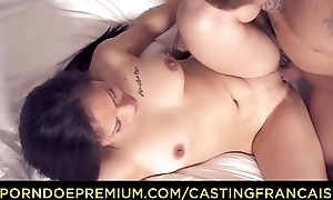 CASTING FRANCAIS - Serious sex action for amateur Oriental doll