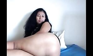 Asian milf showing nice ass