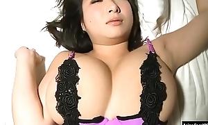 Japanese Busty Idol Rui Kiriyama 01