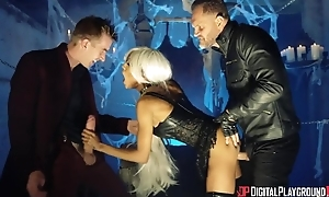 British black bitch in a fulminate against fucked constant in MMF threesome