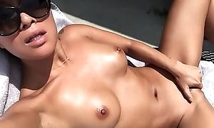 Rica japonesa se masturba
